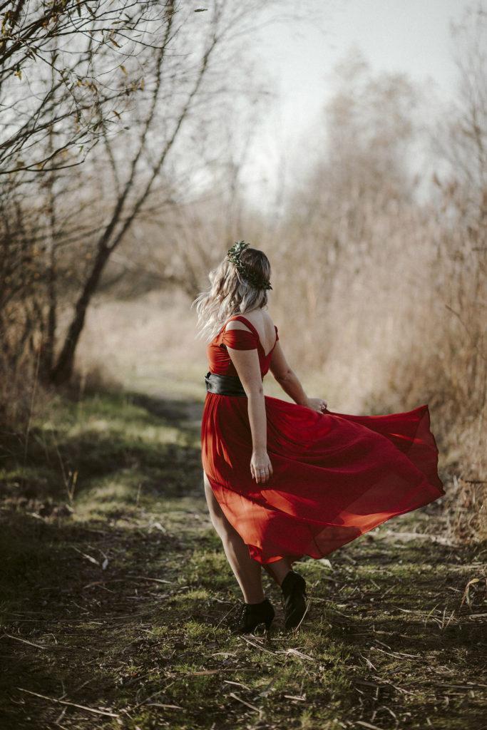 slub w czerwonej sukni