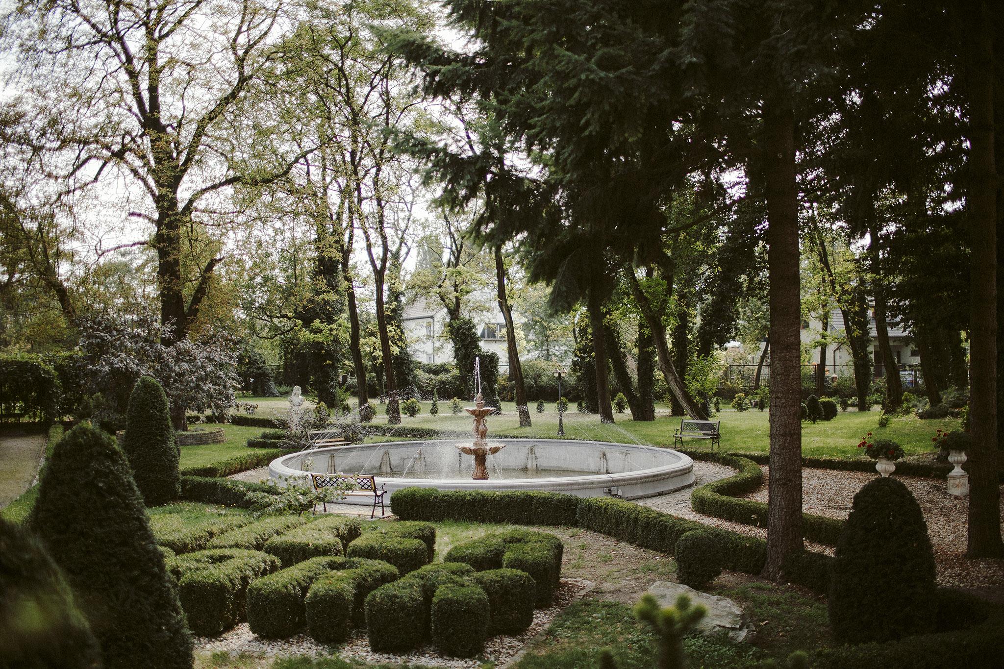 park wokol villa park opole